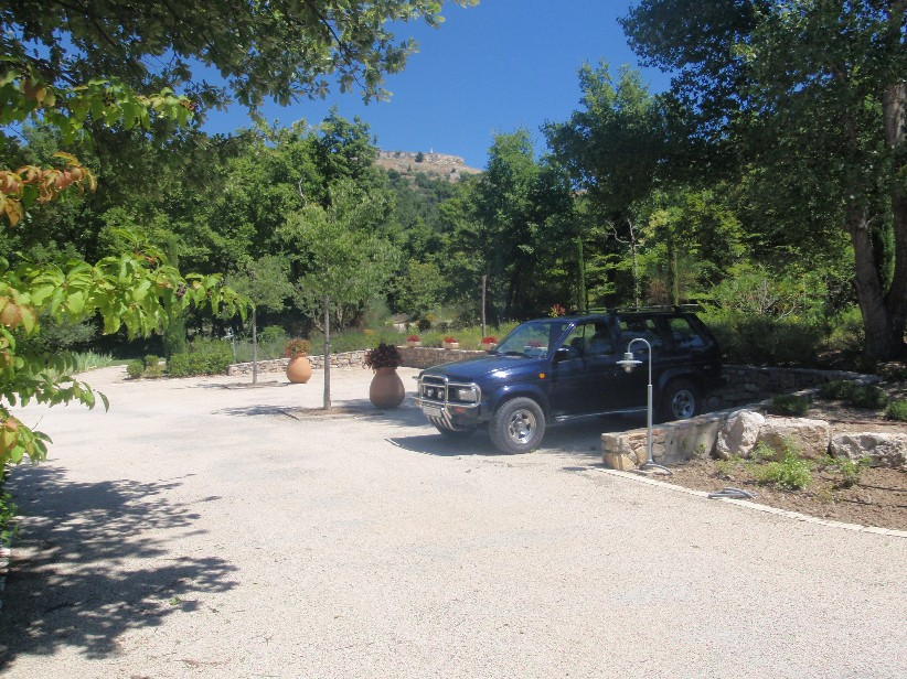 Parking ext rieur maison d 39 exception vendre pr s d 39 aix for Parking exterieur